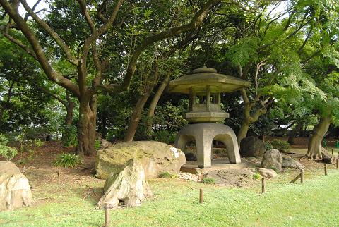 景石、石灯籠